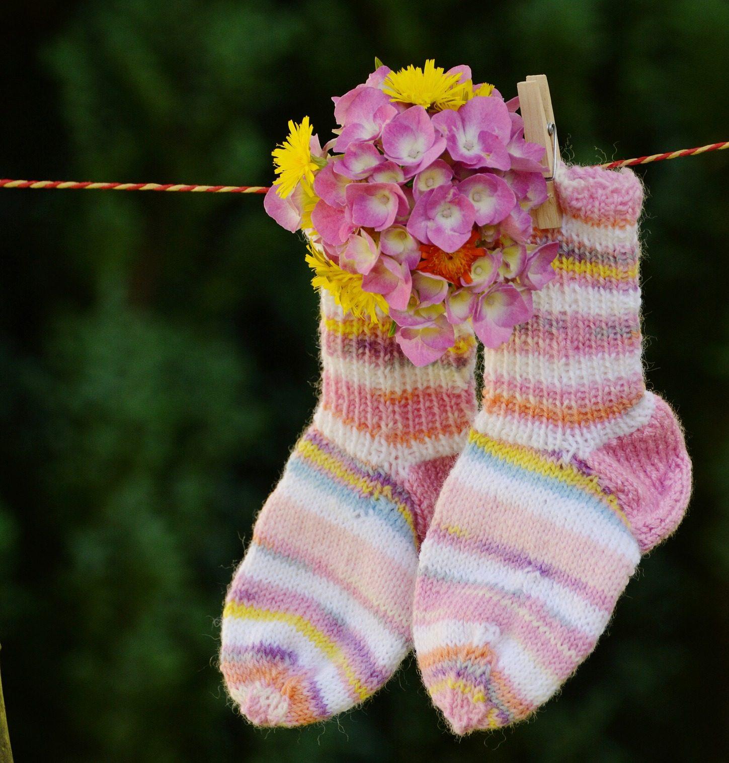 gebreiden sokken aan waslijn